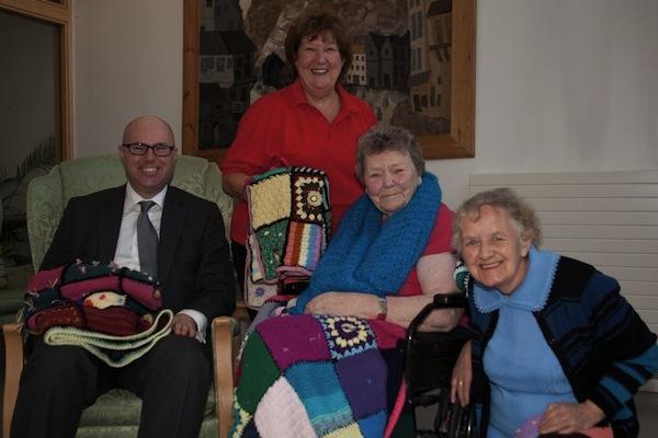 Knitting Groups Edinburgh : Knitting group offers blanket coverage the edinburgh