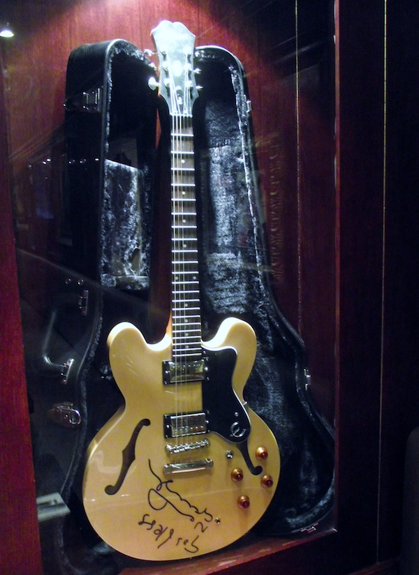Hard Rock Competition Win A Guitar Signed By Noel