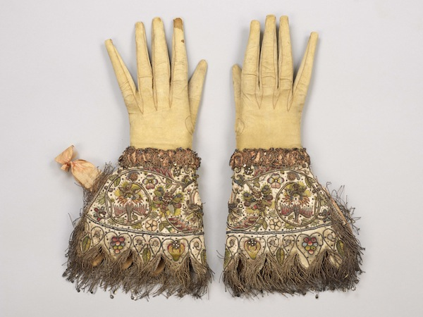Embroidered gloves, c.1595-1605Credit: Courtesy The Glove Collection Trust.