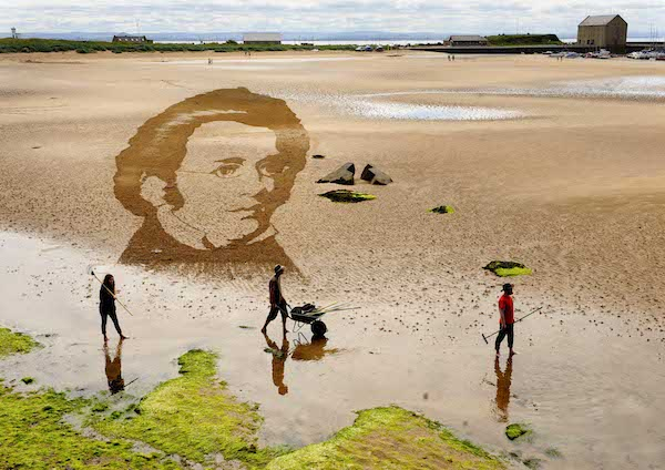 FREE PIC- Schubert Sand Drawing at East Neuk Fest 03