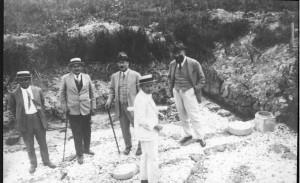 1024px-Men_of_Palestine_Jewish_Colonization_Association_in_the_Kabara_Swamps