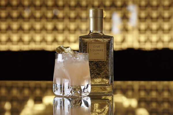 ONE SQ GIN2183Bottle & Gold Leaf Cocktail