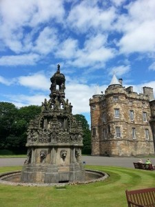the-palace-of-holyroodhouse-L-YNcILQ
