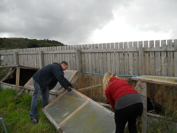 Ian Murray MP helps Hermitage Garden Project