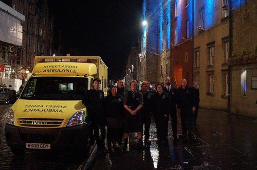 street-assist-edinburgh-volunteers-on-the-royal-mile