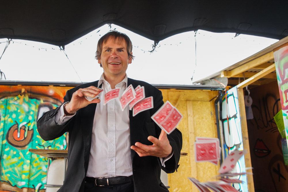 Jim the Magician entertains Edinburgh